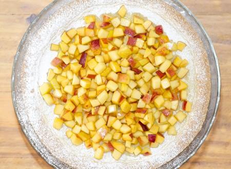Crostata di pesche con crema cotta alla vaniglia